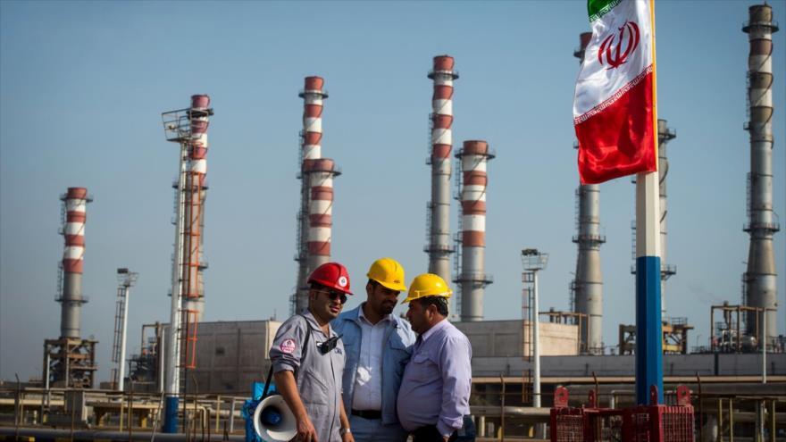 Empleados en una instalación de la refinería de gas en Bandar Abás, en el sur de Irán, en enero de 2019.