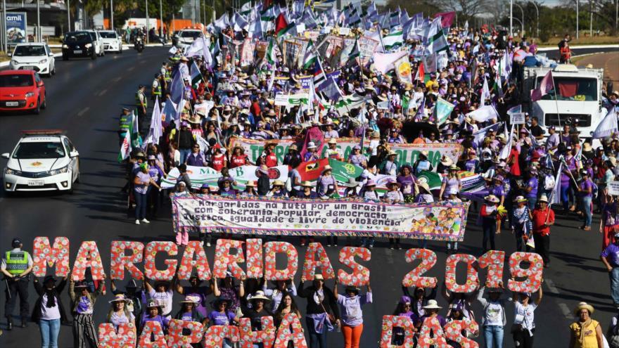 Bolsonaro se enfrenta a la mayor protesta desde que asumió el poder | HISPANTV