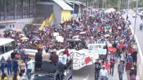Jóvenes universitarios protestan en Honduras contra Hernández