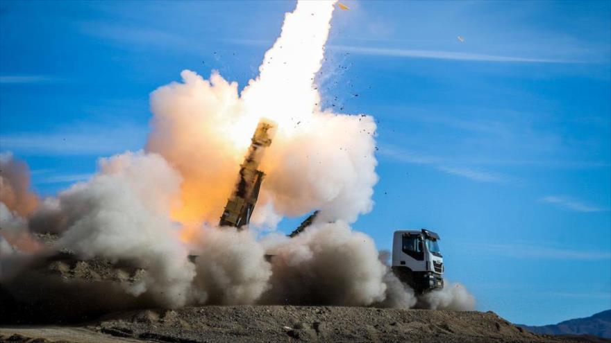 El lanzamiento de un misil desde el sistema de misiles Talash durante un simulacro en el sur de Irán, noviembre de 2018. (Foto: ISNA)