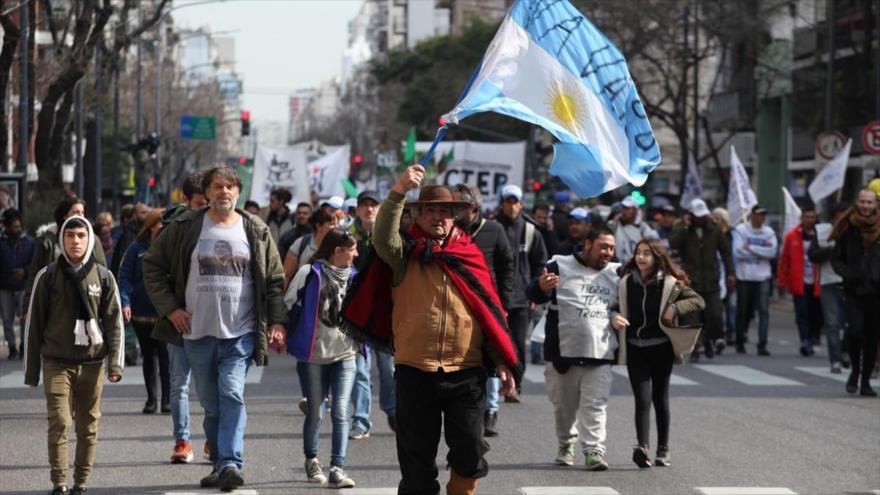 Los argentinos han salido a las calles en protesta a las medidas económicas del presidente argentino, Mauricio Macri, 15 de agosto de 2019.