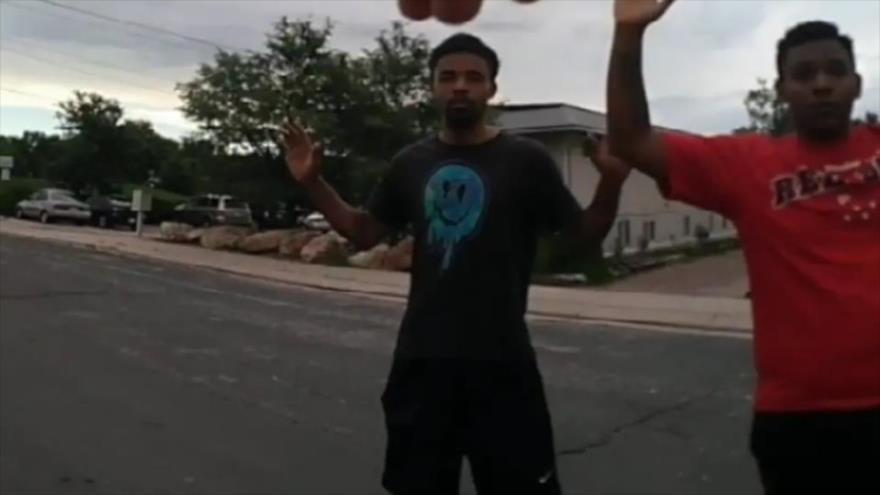 Policía de EEUU dispara 4 veces por la espalda a un joven negro