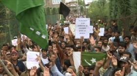 Policía de La India reprime a los manifestantes en Cachemira