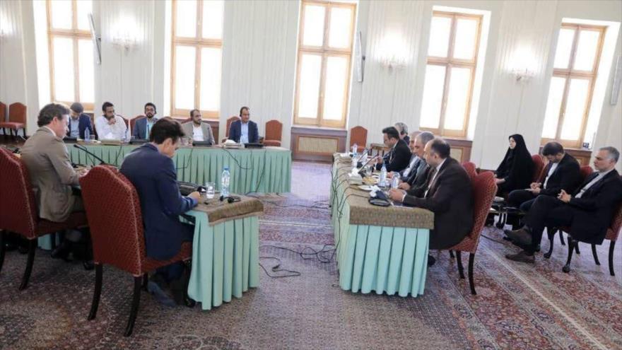 Reunión trilateral en Teherán (capital persa) entre delegaciones de Irán, Ansarolá y cuatro países europeos, sobre Yemen, 17 de agosto de 2019.