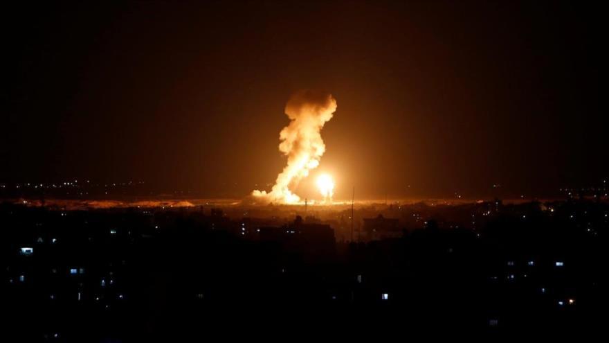 Una fuerte explosión provocada por un bombardeo israelí contra la asediada Franja de Gaza.