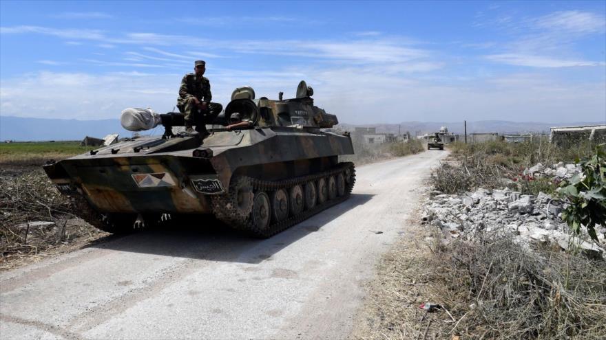 Los tanques del Ejército de Siria desplegados en la provincia de Hama, 11 de mayo de 2019. (Foto: AFP)