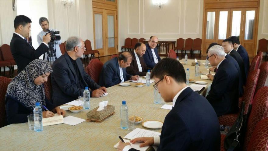 Delegaciones de Irán y China se reúnen en Teherán (capital persa) para abordar los desarrollos de Siria, 18 de agosto de 2019.