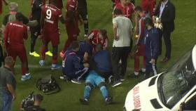 Vídeo: Portero pierde consciencia dos veces tras un choque violento