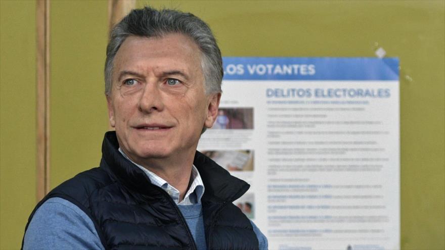 El presidente y candidato presidencial de Argentina, Mauricio Macri, emite su voto durante las elecciones primarias, 11 de agosto de 2019. (Foto: AFP)