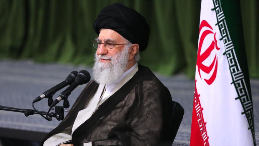 El Líder de la Revolución Islámica de Irán, el ayatolá Seyed Ali Jamenei, en una reunión con los deportistas iraníes, 6 de agosto de 2019. (Foto: khamenei.ir)