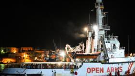 Desembarcan en Lampedusa los migrantes abordo del barco Open Arms