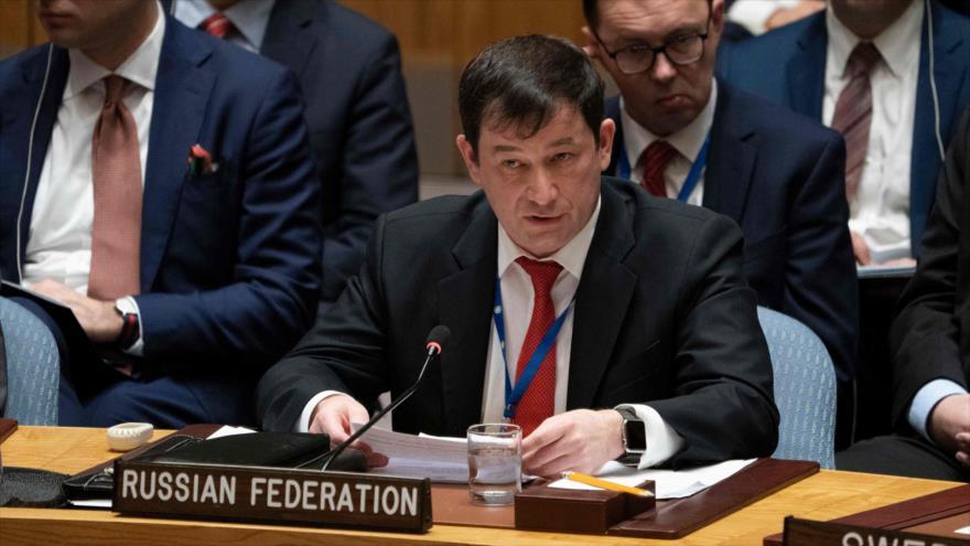 El representante ruso ante la ONU, Dmitri Polianski, habla durante una sesión del Consejo de Seguridad de las Naciones Unidas.