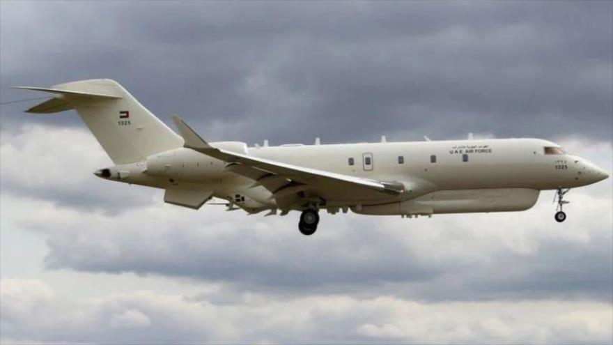 Un avión de la Fuerza Aérea de los Emiratos Árabes Unidos (EAU) realiza su vuelo de prueba en el Reino Unido.