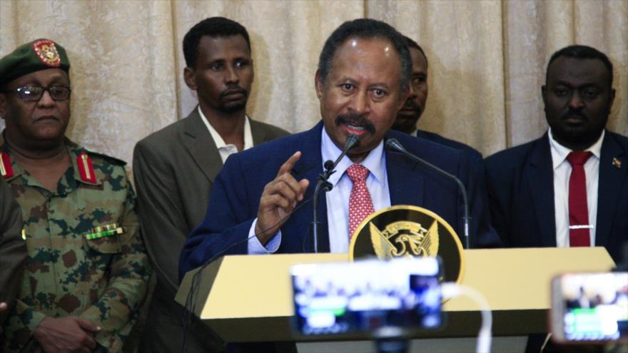 Abdulá Hamdok habla en una rueda de prensa tras haber asumido su cargo como primer ministro de Sudán; Jartum 21 de agosto de 2019. (Foto: AFP)