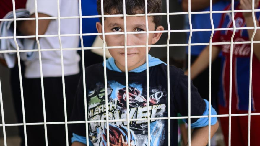 Un niño espera recibir asilo en una oficina de inmigración en la Ciudad Hidalgo, Estado de Chiapas, México, 6 de junio de 2019. (Foto: AFP)
