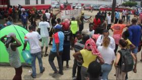 Militares desalojan a migrantes que protestan en el sur de México