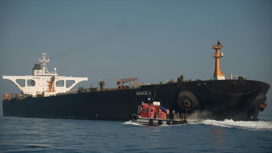 El petrolero Adrian Darya 1, llamado anteriormente Grace 1, en las aguas de Gibraltar, 15 de agosto de 2019. (Foto: AFP)