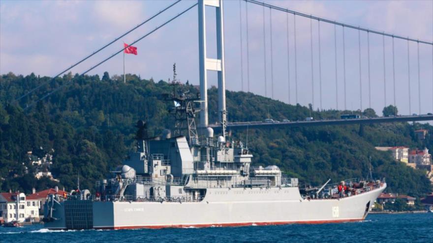 Buque ruso cargado con tanques se dirige a Siria, 22 de agosto de 2019, estrecho del Bósforo.