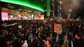 'Bolsonaro se va, Amazonas se queda': Brasileños toman las calles