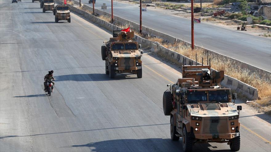 Vehículos militares de Turquía en Maarat al-Numan, en la provincia siria de Idlib, 22 de agosto de 2019.(Foto: AFP)