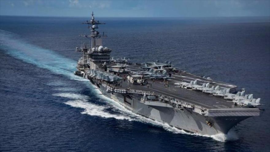 El portaviones estadounidense USS Carl Vinson mientras transita por el mar de Filipinas, 25 de abril de 2017. (Foto: AFP)