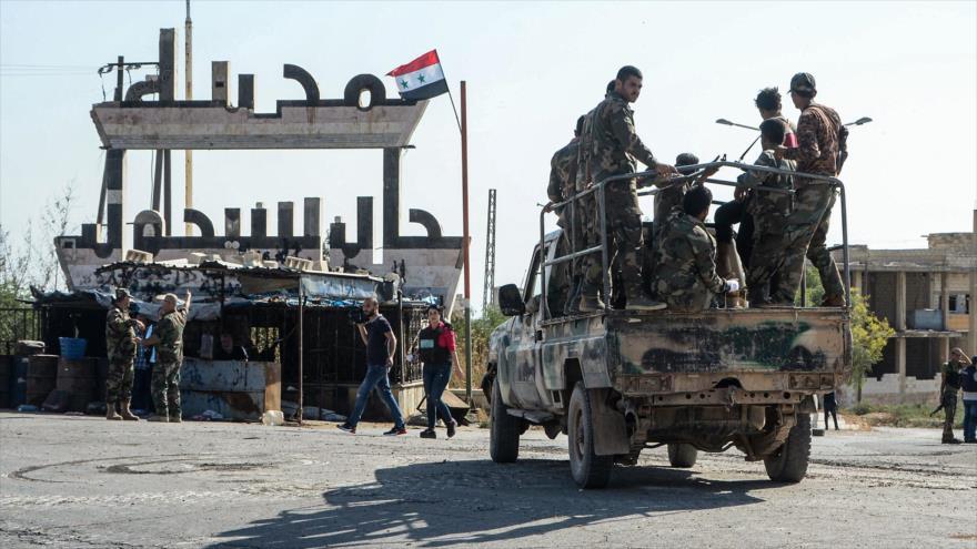 Fuerzas sirias desplegadas en la ciudad de Jan Sheijun, en la provincia noroccidental de Idlib, 24 de agosto de 2019. (Foto: AFP)