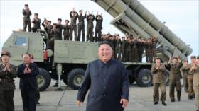"""Kim califica de """"gran arma"""" nuevo lanzamisiles múltiple norcoreano"""