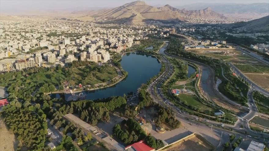 Irán: 1- Joram Abad, lago Keeyow, Gerdab Sangi 2- Kandovan