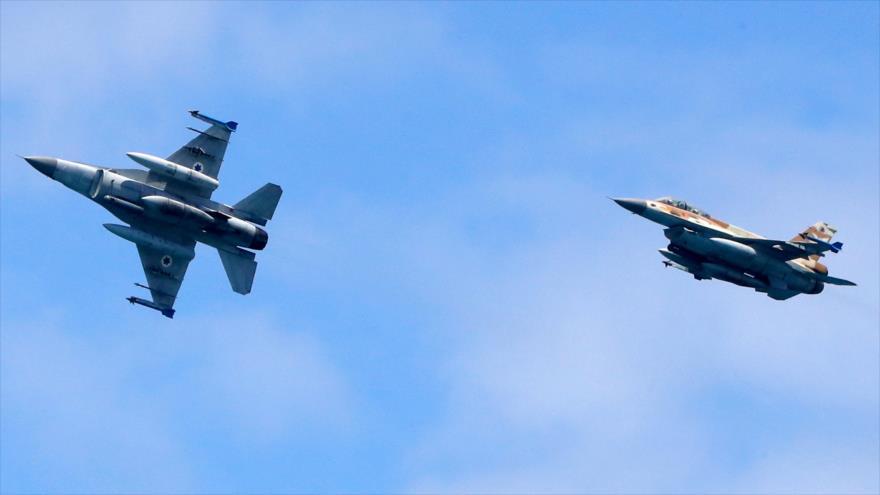 Dos cazas F-16 del ejército israelí durante una maniobra militar en Tel Aviv, 9 de mayo de 2019. (Foto: AFP)