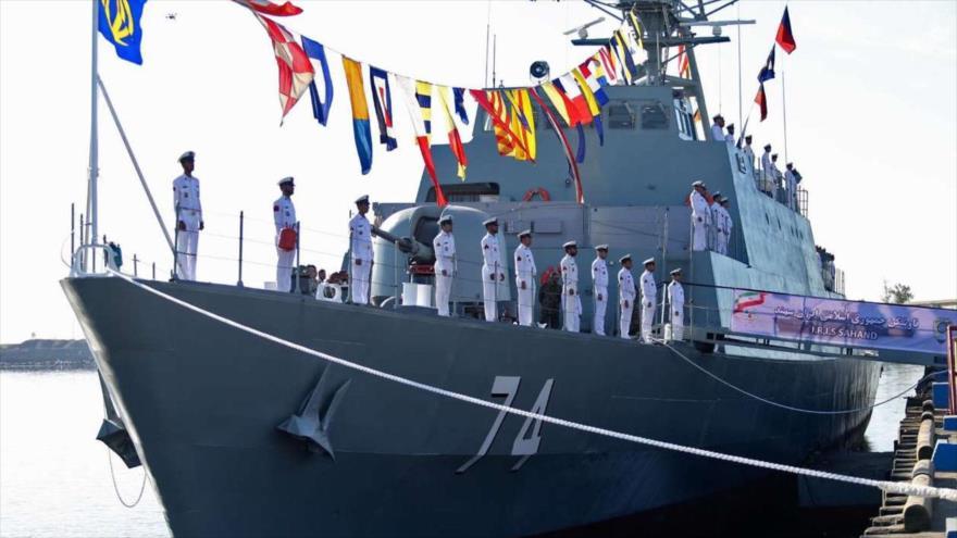 El destructor iraní Sahand, de fabricación nacional, se incorpora a la Armada de Irán en una ceremonia en el puerto de Bandar Abas, en el sur del país.