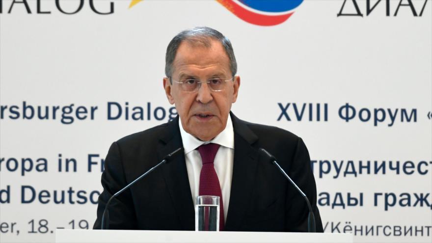 El canciller de Rusia, Serguéi Lavrov, habla durante un foro en Alemania, 18 de julio de 2019. (Foto: AFP)