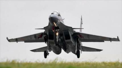 Vídeo: Aviadores militares rusos entrenan combate aéreo en Crimea