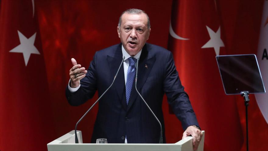 El presidente turco, Recep Tayyip Erdogan, habla en un evento de su partido AKP en Ankara (la capital), 26 de julio de 2019. (Foto: AFP)