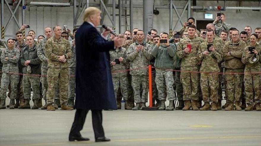 El presidente de EE.UU., Donald Trump, visita una base militar estadounidense en Irak.