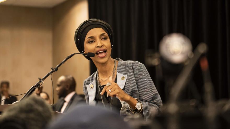 La congresista demócrata y musulmana Ilhan Omar habla en un mitin electoral, Minneapolis, Minnesota, 6 de noviembre de 2018. (Foto: AFP)