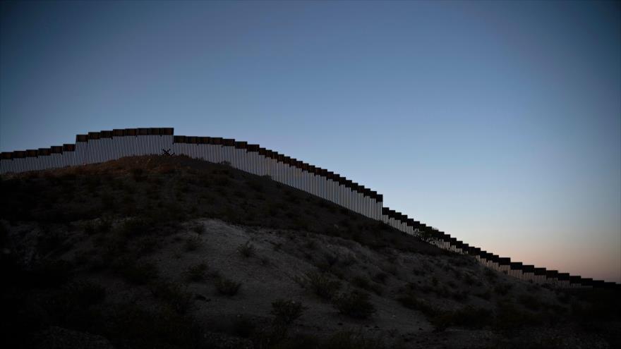 El Pentágono aprueba construcción de 32 km más del muro de Trump | HISPANTV