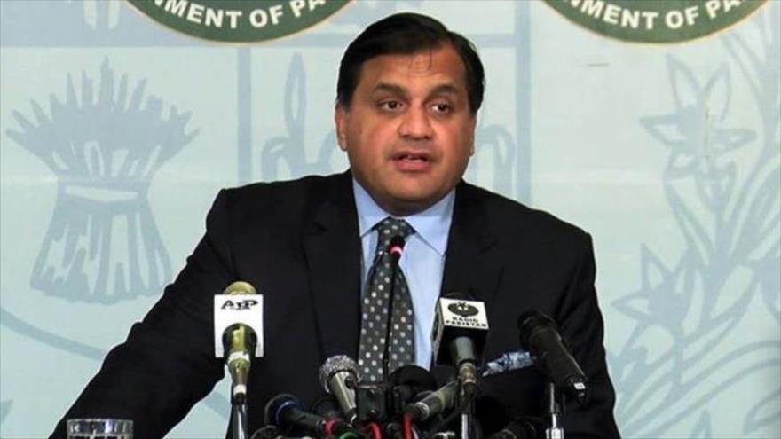 El portavoz del Ministerio de Asuntos Exteriores de Paquistán, Mohamad Faisal, ofrece una rueda de prensa en Islamabad (capital).