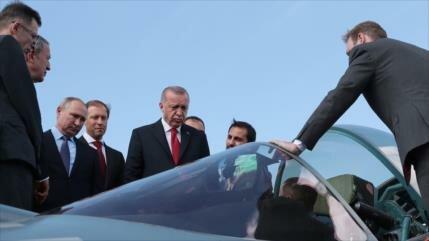 Erdogan dialoga con Rusia para comprar cazas en desaire a Trump