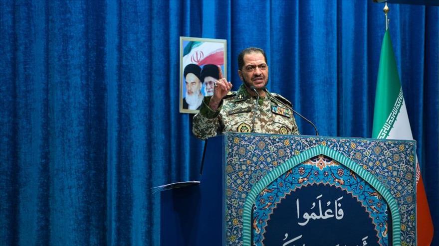 El comandante iraní Alireza Sabahifard ofrece un discurso ante los participantes del rezo del viernes de Teherán, 30 de agosto de 2019. (Foto: Fars News)
