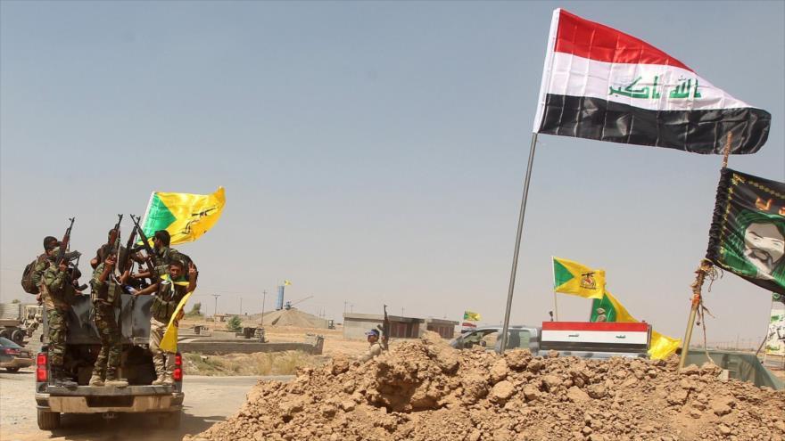 Las fuerzas de las Unidades de Movilización Popular de Irak (Al-Hashad Al-Shabi, en árabe) se movilizan en la frontera siria.