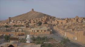 Irán: 1- Delfan en Lorestán, aceite de mantequilla 2- La ciudad de Anarak