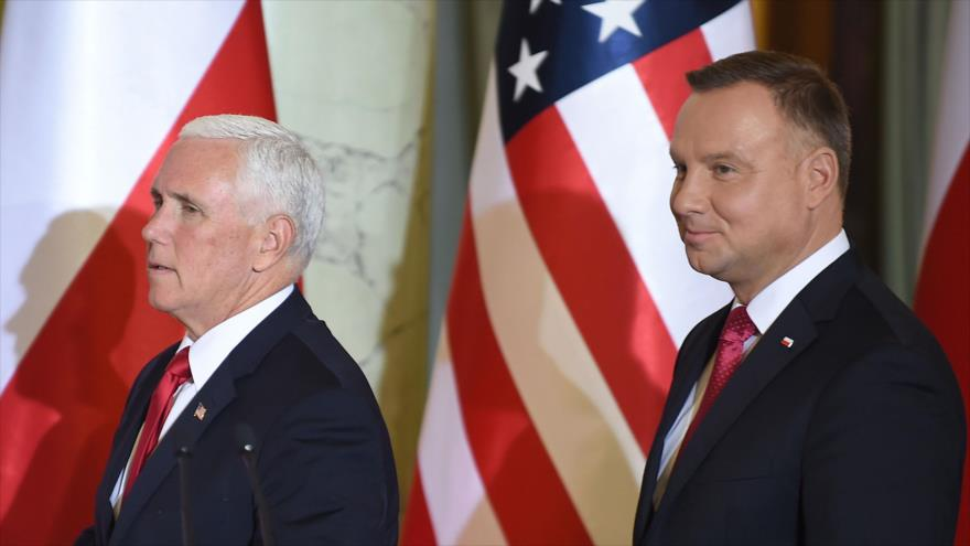 El vicepresidente de EE.UU., Mike Pence (izq.), y el mandatario de Polonia, Andrzej Duda, Varsovia, 2 de septiembre de 2019. (Foto: AFP)