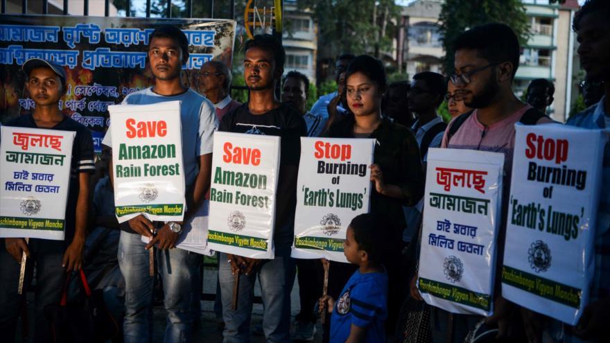 Activistas indios protestan contra la destrucción de