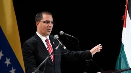 """Arreaza considera """"farsante"""" que EEUU se preocupe por Venezuela"""
