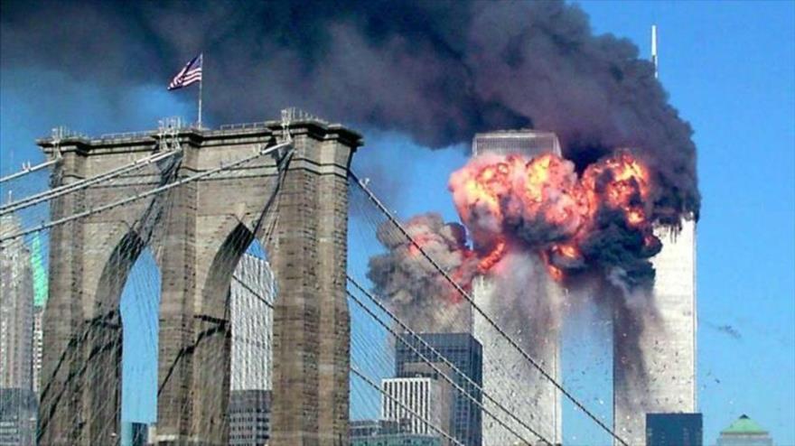 Las Torres Gemelas de Nueva York (EE.UU.), en llamas tras un ataque terrorista, 11 de septiembre de 2001. (Foto: Reuters)