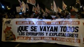 Miles de peruanos marchan exigiendo el cierre del Congreso