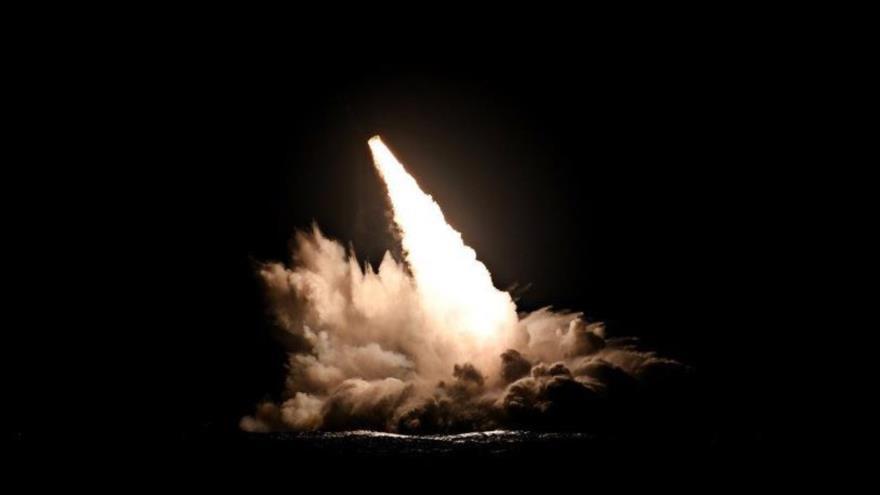 Momento de lanzamiento de un misil Trident II D5 desde el submarino estadounidense USS Nebraska en California, 4 de septiembre de 2019.