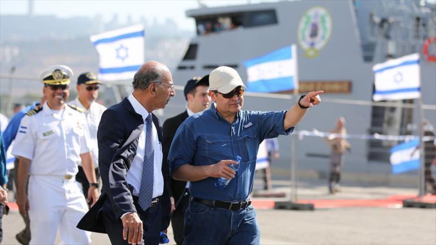 Juan Orlando Hernández, presidente de Hondura, visita el proceso de la construcción del buque patrullero OPV 62M en Haifa, 3 de septiembre de 2019.