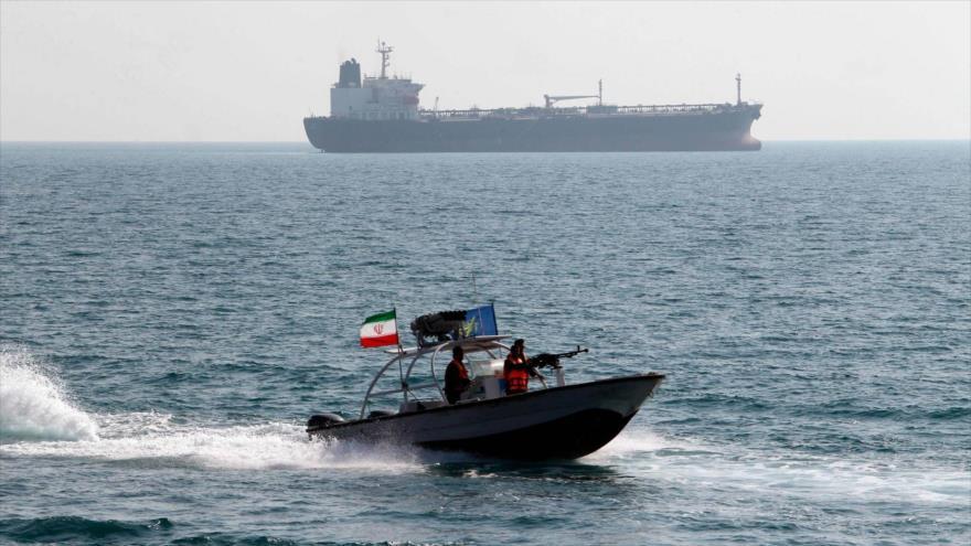 Irán detiene un barco extranjero por contrabando de combustible | HISPANTV