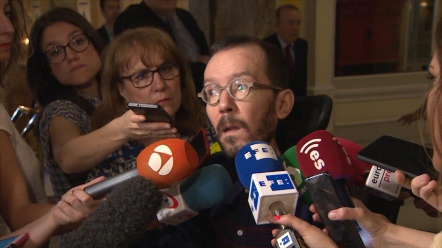 El secretario de Organización del partido español Podemos, Pablo Echenique, habla con la prensa, 21 de julio de 2018.